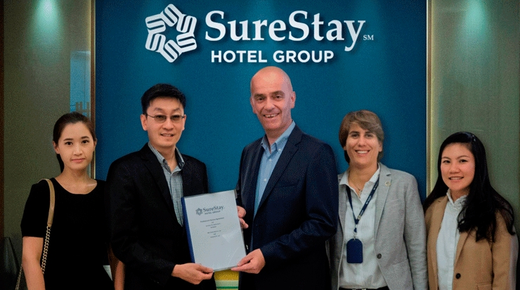 Second from left: Suppasorn Chuchotesakulwong, owner, SureStay Plus Sukhumvit 2  with Berrivin and team
