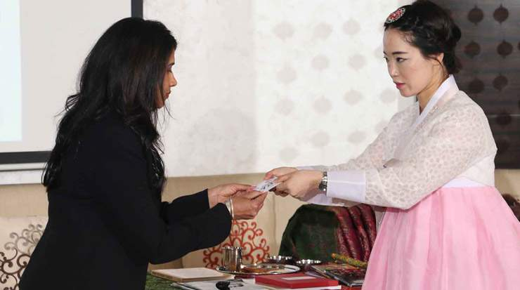 In Dubai, participants learned business practices in the Korean culture, including the exchange of business cards