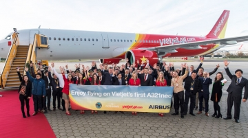 Vietjet staff welcomes A321neo